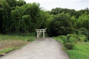 長良山城跡入り口