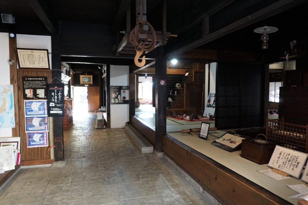 旧荻野家の店の通り土間