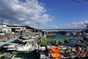 下津井漁港と瀬戸大橋