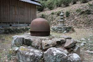 八徳寺横の不思議な置物