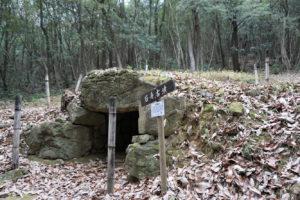 石舟古墳(東側より)