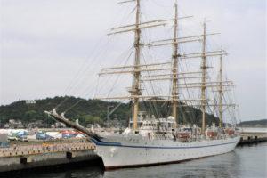 帆船日本丸と高辺山