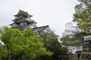 岡山城天守閣と廊下門