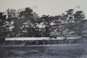 天守閣と三階櫓(供腰掛展示 岡山城古写真)