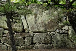 桝形見付け石垣の大石-2