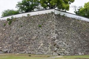 三階櫓下石垣-2