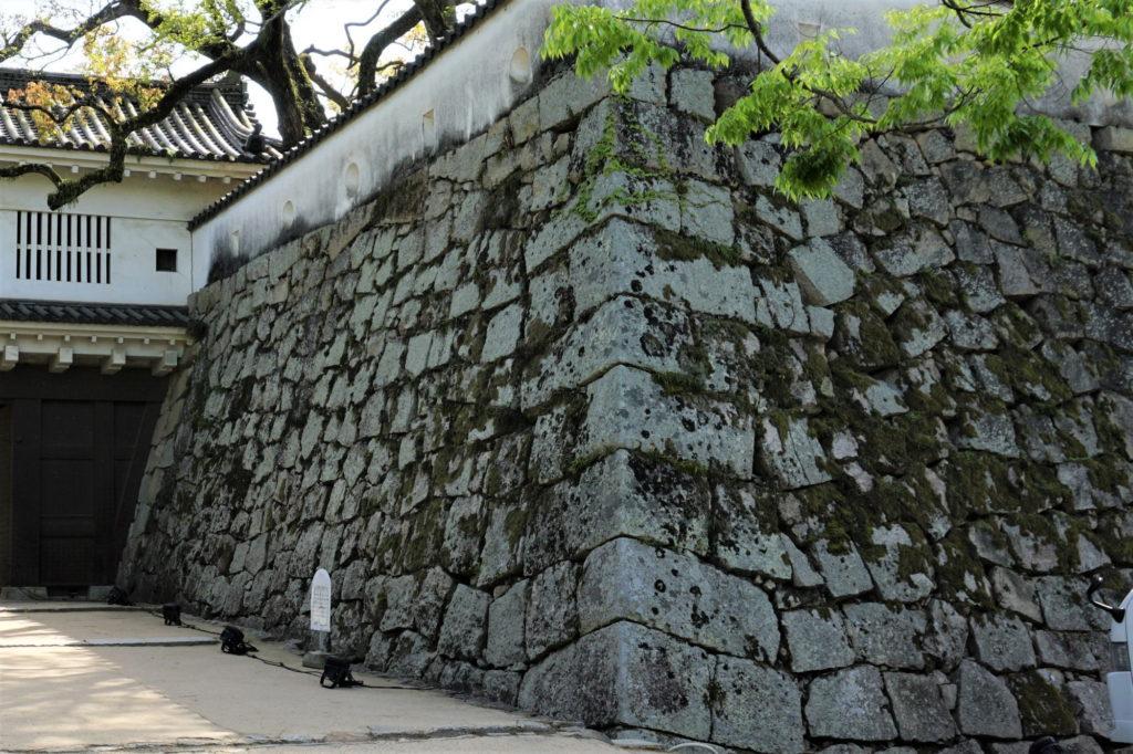 小納戸櫓下の石垣-2