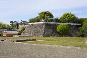 本段南東の高石垣(遠景)