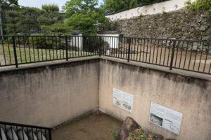 秀家築城当時の石垣と廊下門方面